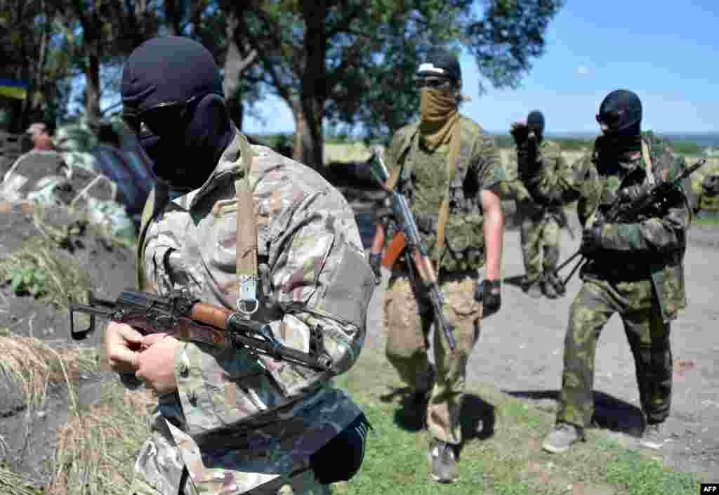 Колишні бойовики так званої «ДНР», які перейшли на сторону української армії (фото: AFP)