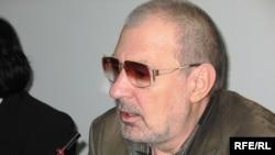 www.zonakz.net интернет-газетінің бас редакторы Юрий Мизинов. Алматы, 2009 жыл.