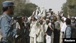 НАТО рейдларига қарши Афғонистондаги намойишлардан бири.