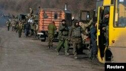 Дебальцево маңынан кетіп бара жатқан украин әскері. Украина, 18 ақпан 2015 жыл.