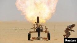 Саудівські військові стріляють по цілях повстанців у Ємені зі свого боку кордону, фото 21 квітня 2015 року