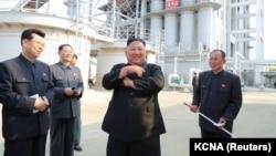 Sjevernokorejski vođa Kim Džong Un (u sredini), Pjongjang