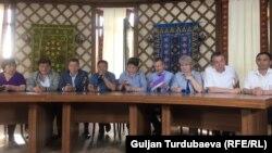 Пресс-конференция сторонников Алмазбека Атамбаева в его доме в селе Кой-Таш. 27 июня 2018 года.