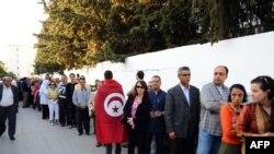 Очередь у избирательного участка в Тунисе