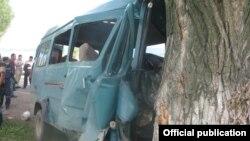 Место аварии на автотрассе Каракол-Бишкек. Фото УВД по Иссык-Кульской области