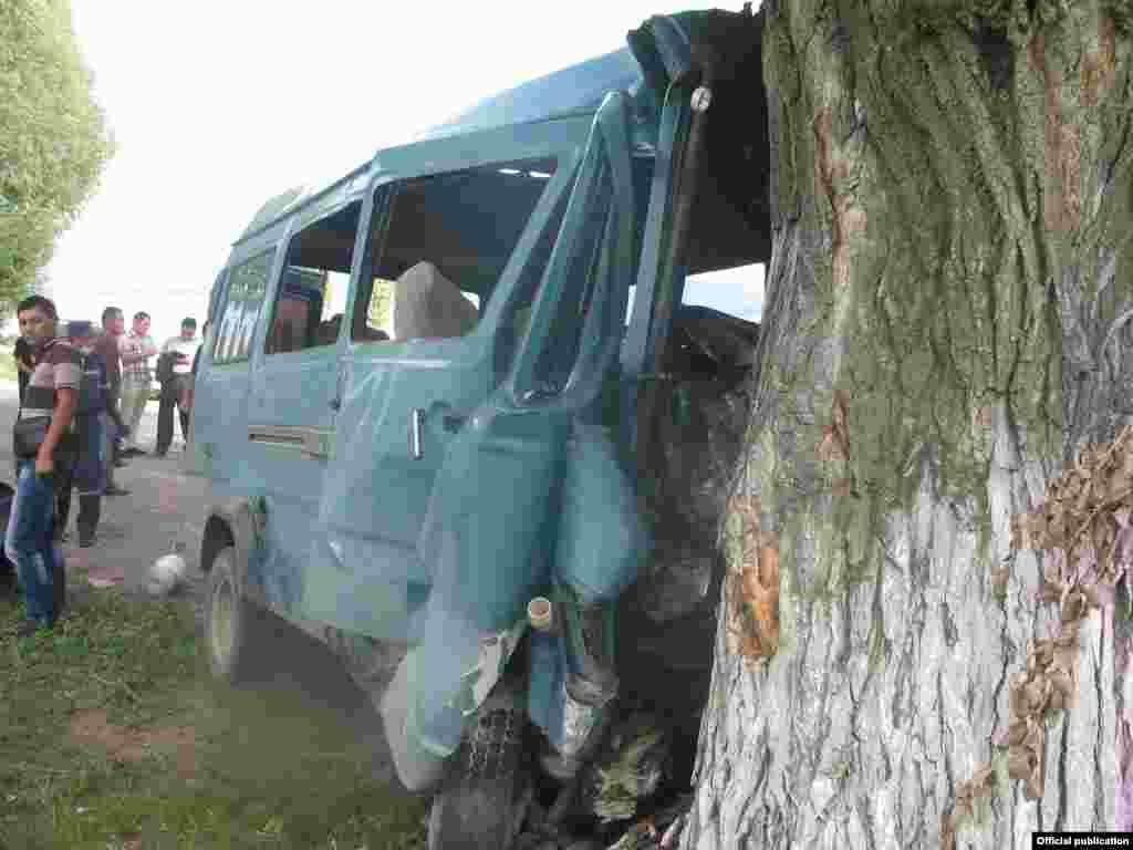 На месте аварии погибли 10 человек