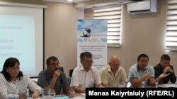 Участники общественных слушаний на тему «О ситуации с правом на мирные собрания в Казахстане». Алматы, 4 июня 2019 года.