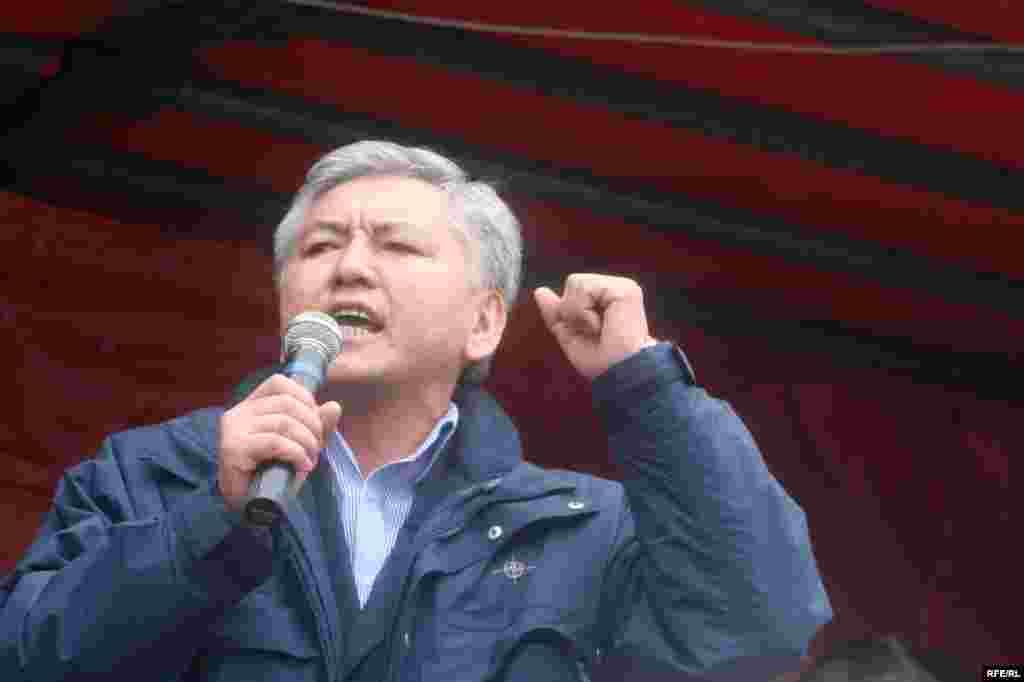 ЖК депутаты Иса Өмүркулов - Kyrgyzstan - Isa Omurkulov, the deputy of parliament, in protest action of opposition forces, Bishkek, 27Mar2009