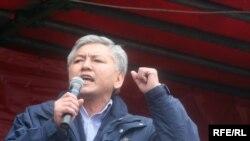 Иса Өмүркулов ага каршы козголгон кылмыш ишин саясий куугунтук деп жар салууда