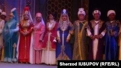 Ошский Государственный академический узбекский музыкально-драматический театр имени Бабура открыл 99-й сезон в Оше.
