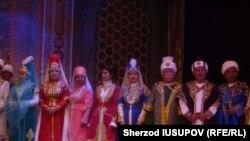 O'shdagi o'zbek akademik teatr artistlari