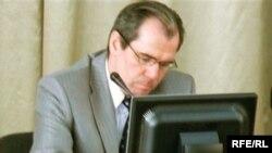 Татарстан мәгариф министры Альберт Гыйлметдинов бу ата-аналарга каршы чыккан.