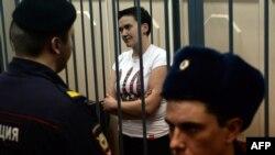 Украинская военнослужащая Надежда Савченко в Басманном суде Москвы. 11 ноября 2014 года.