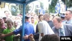 Визит патриарха вызвал неоднозначную реакцию среди украинских верующих.