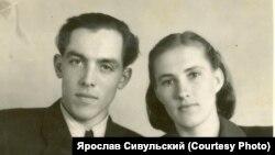 Павел и Мария Сивульские вскоре после свадьбы. 1965 г.