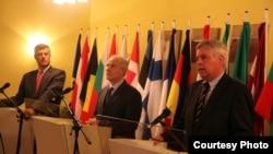 Shefi i ICO-së, Piter Feith, presidenti Fatmir Sejdiu, dhe kryeminstri Hashim Thaçi
