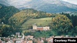Fojnica, na brdu Franjevački samostan, foto: bosnasrebrena.ba
