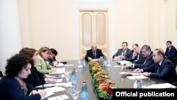 Armenia - Prime Minister Hovik Abrahamian (R) meets with the Yerevan-based representatives of the IMF and the World Bank, 17Dec2014.