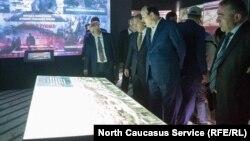 Инспектировали ход подготовки к открытию комплекса экс-глава Дагестана Рамазан Абдулатипов и бывший премьер Абдусамад Гамидов (сейчас под арестом)