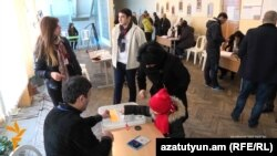 Голосование на референдуме по конституционным изменеиям, Ереван, 6 декабря 2015 г.
