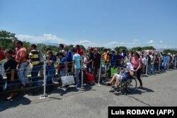 Trecerea spre Columbia pe podul Simon Bolivar