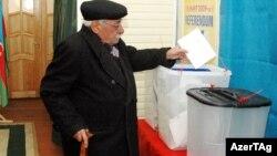 Arxiv fotosu: Konstitusiyaya dəyişiklik üçün 2009-cu ildə keçirilən referendumdan görüntü.