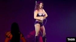 Перед концертом в Москве Бритни Спирс выступила в Санкт-Петербурге.