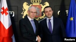 Еуропа кеңесінің президенті Херман ван Ромпей (сол жақта) мен Грузия премьер-министрі Ираклий Гарибашвили. 14 мамыр 2014 жыл.