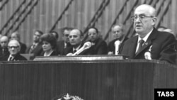 Yury Andropov addresses the Politburo in 1982