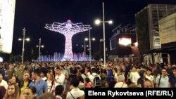 Посетители выставки EXPO 2015 в Милане.