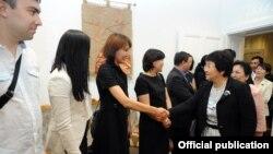 Президент Роза Отунбаева Венадагы кыргызстандыктар менен жолугушууда, 8-июнь.