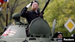 Гражданин России Арсений Павлов (Моторола) на военном параде в оккупированном Донецке. 9 мая 2016 года.