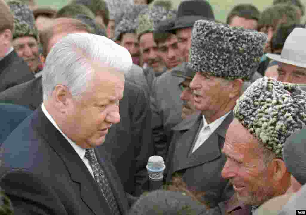 "President Boris Yeltsin (left) urged the heads of Russia's republics in 1990 to ""grab as much sovereignty as you can swallow."" But when Chechnya's Dzhokhar Dudayev took him at his word, Yeltsin took offense, refused to negotiate a peaceful solution to the standoff, and ended up sending in the tanks."