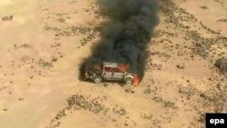 Հորդանան - Սիրիա սահմանին ոչնչացված ավտոմեքենաներից մեկը, 16-ը ապրիլի, 2014թ․