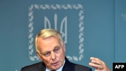 "French Foreign Minister Jean-Marc Ayrault said Russia faces a ""moment of truth"" over its bombing campaign in Syria."