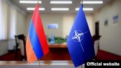 Հայաստանի և ՆԱՏՕ-ի դրոշները, արխիվ