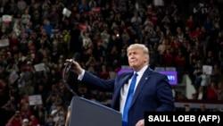 АҚШ президенті Дональд Трамп Висконсин штаты кезінде жақтастарымен бірге. 14 қаңтар 2020 жыл.