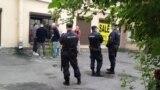 """Полиция перед закрытыми дверьми аукциона """"20.2"""""""