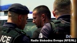 Kosovska policija privodi Rista Jovanovića (28. jun 2021.)