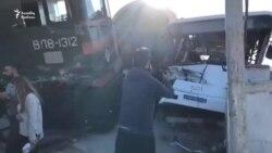 Qatar sərnişin dolu avtobusu vurdu