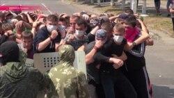"""Луганск: сепаратисты готовят жителей города к борьбе с """"иностранной вооруженной миссией"""""""