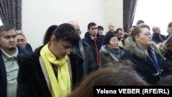 Юрий Пактың сотына келген жұрт. Қарағанды, 29 қараша 2016 жыл.