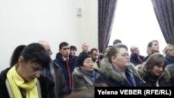 Десятки людей присутствовали в зале суда, где принималось решение по апелляции осужденного учителя Юрия Пака. Караганда, 29 ноября 2016 года.