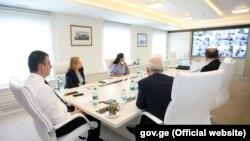 Глава правительства Георгий Гахария считает такие поправки в законодательство оправданными, так как они позволят сохранить контроль за распространением вируса