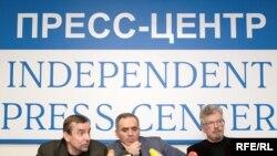 Слева направо: Пономарев, Каспаров, Лимонов