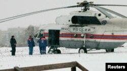 Сегодня утром на этом вертолtте МЧС Михаил Ходорковский вылетел из колонии номер 7, находящейся в Карелии