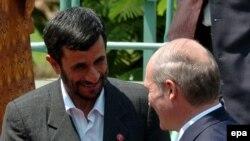 روساي جمهور ايران و بلاروس، تابستان امسال در هاوانا با يکديگر ديدار کرده بودند.