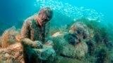 """Скульптура Владимира Ленина. Начало аллее """"Советов"""", как назвали эту коллекцию, было положено 25 августа 1992 года, когда инструктор по подводному плаванию Владимир Боруменский опустил на это место первую статую."""