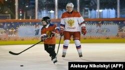 21 декабря 2020 года президент России Владимир Путин играл в хоккей на Красной площади. Но почему бы не сыграть и в Крыму?