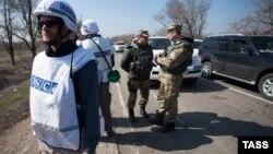 Представники ОБСЄ в районі Широкина наприкінці березня 2015 року